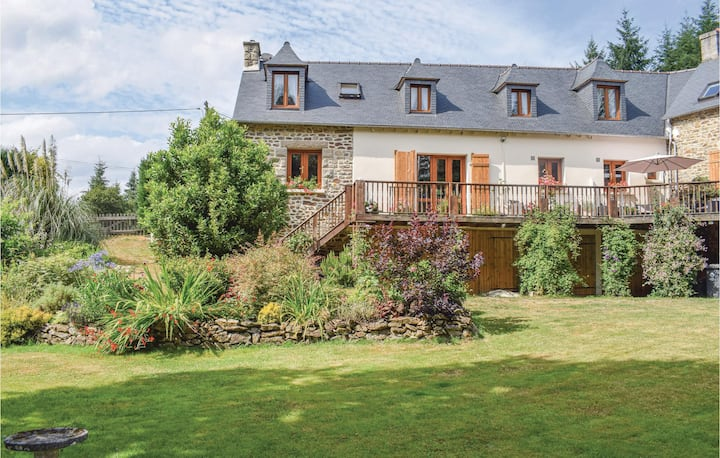 Stunning home in Saint Pever with WiFi and 3 Bedrooms