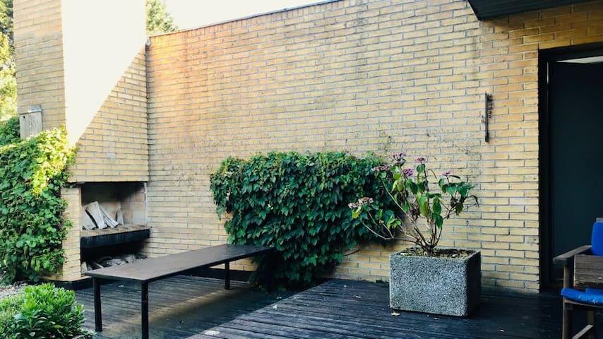 Art residency in Modernist Gem