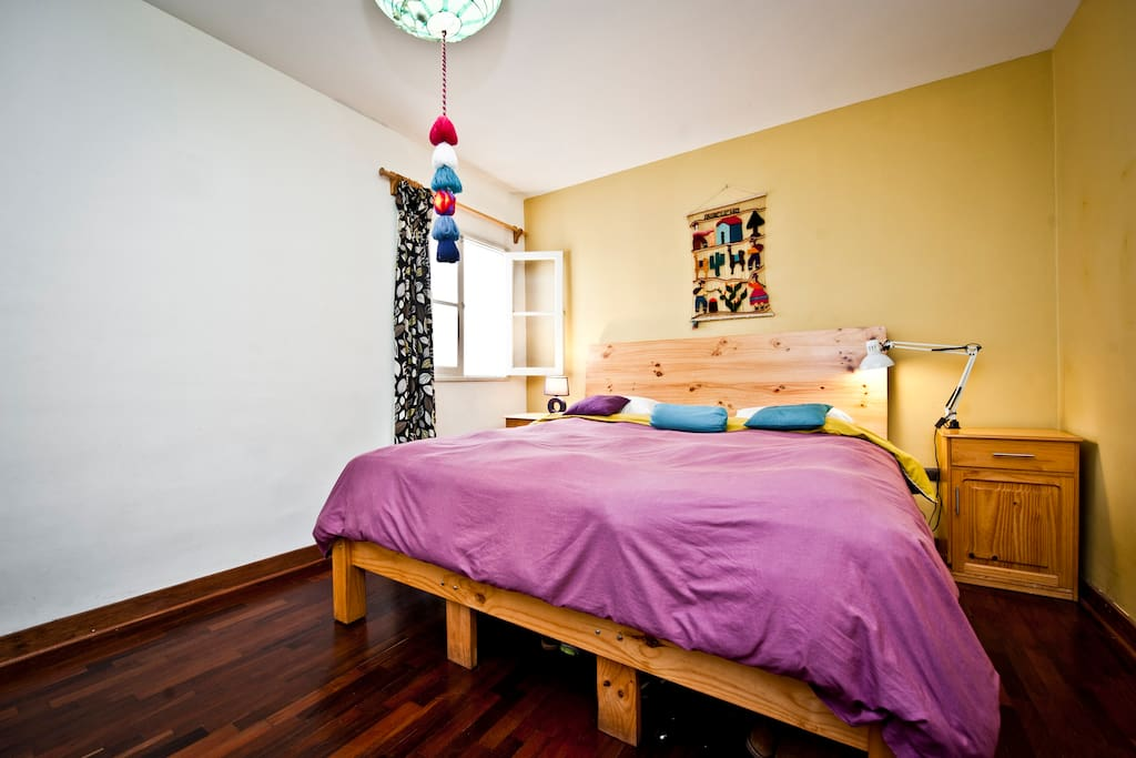 Double room, big bed with external bathroom, also available monthly