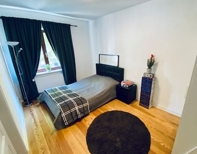 Central, Calm & easy to access Room in Hamburg