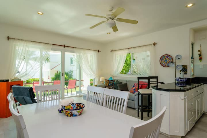 Casita Granadas, Gorgeous recently renovated oceanfront condo close to town!