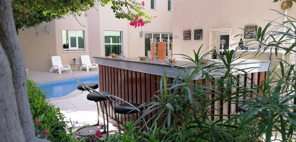 F/F Master room for Western expat in WestBay villa