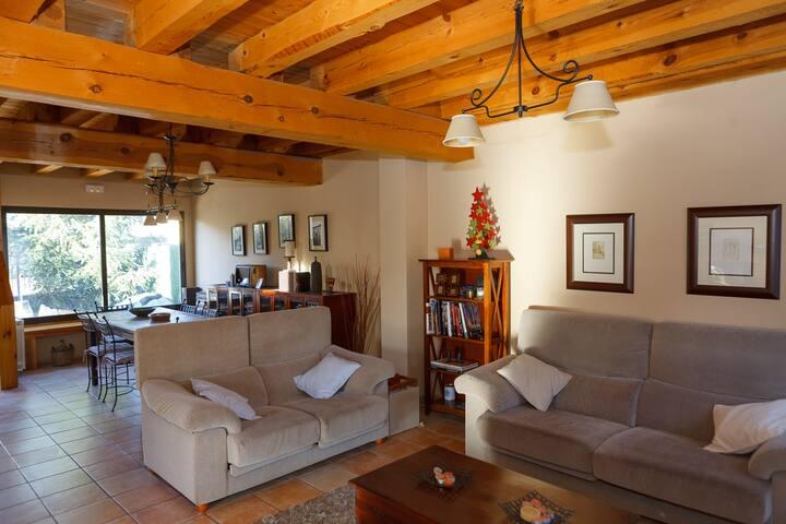 Casa con jardín y piscina a 5Km de Segovia