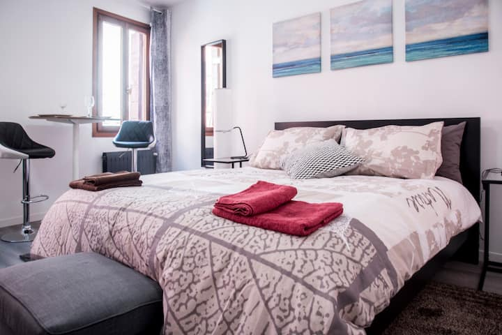 The Ormesini Double Room with private bathroom +AC