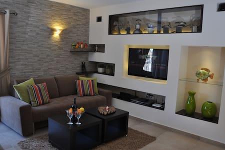 Luxurious Holiday Apartment - Arad - Apartment