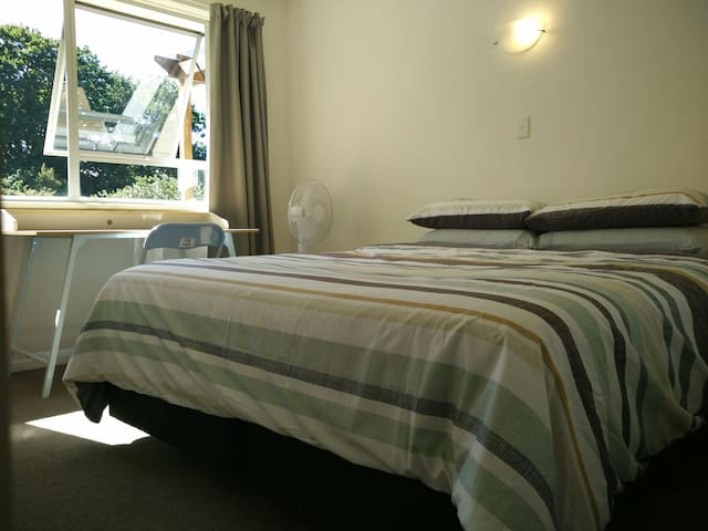 King Size Bedroom 1, Henderson West Auckland