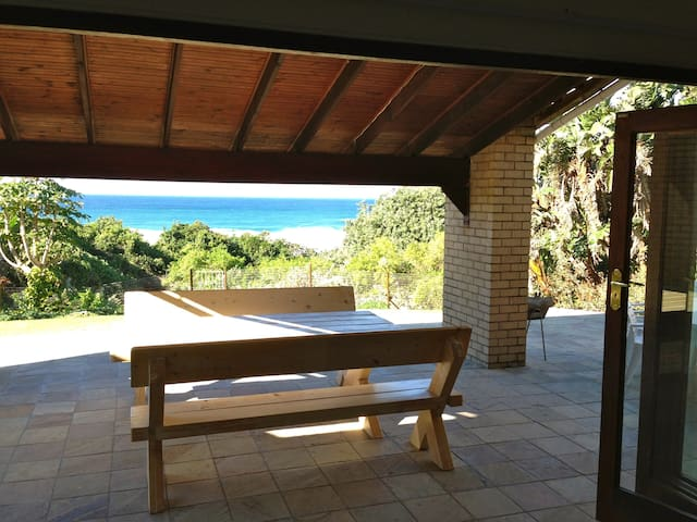 Beautiful beachfront holiday home - Hibberdene - House