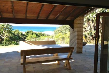 Beautiful beachfront holiday home - Hibberdene - 단독주택