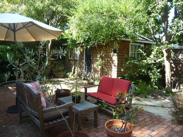 Charming Berkeley tiny cottage