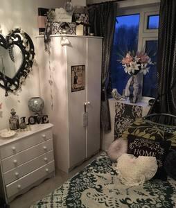 Single room - Monday to Friday - Denham - House