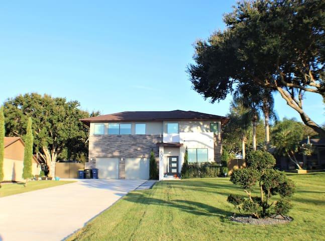 Lakefront Custom Home on Lake Minneola & Trail!