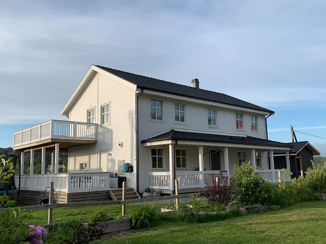 Bed & breakfast - i vacker villa med havsutsikt