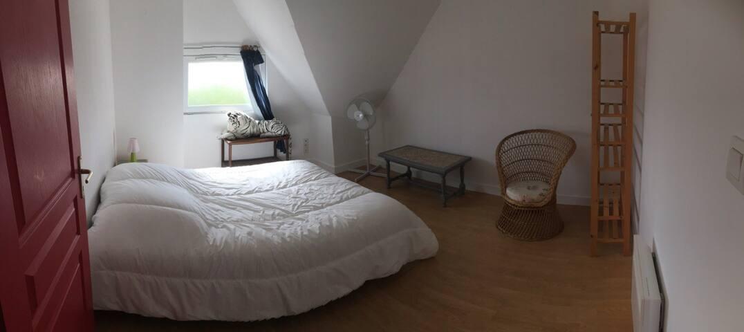 Chambre lit double 140 rangement  12m2