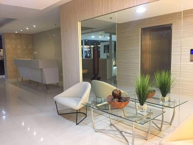 Elegant condo w/ 50mbps (fibre optic) & cable tv