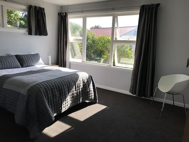 Master bedroom with queen bed and walk-in wardrobe. Smart tv available for Netflix etc but not connected to Freeview