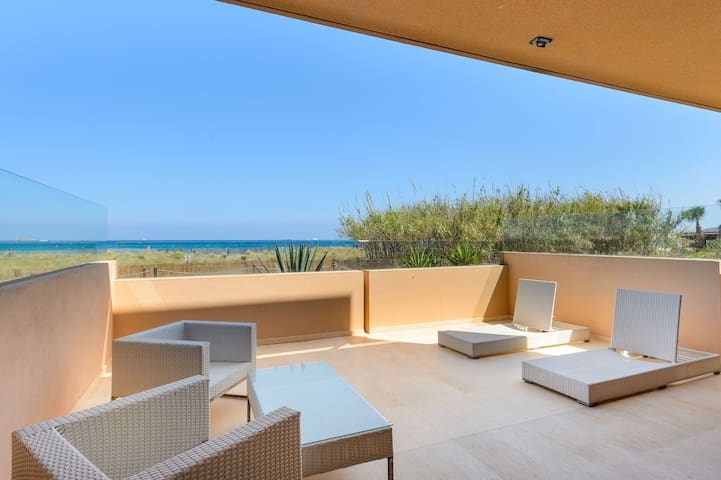 "BEAUTIFUL BEACH FRONT FLAT IN PLAYA D'EN BOSSA ""GF"""