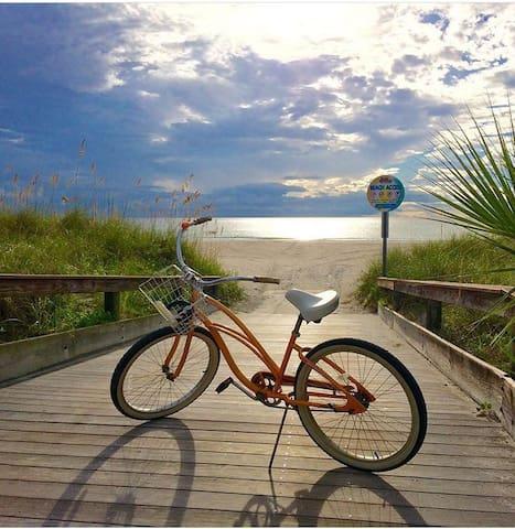Sunny BeachHouse New-w/bikes (E12)