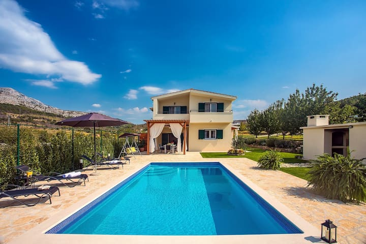VILLA ROKO with 4 bedrooms, 32sqm private pool