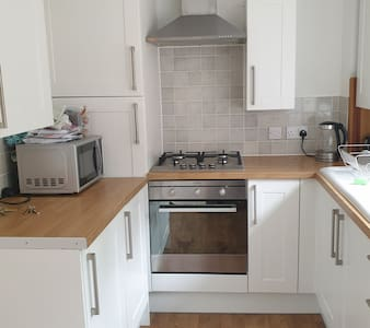 Well located 1 bed flat