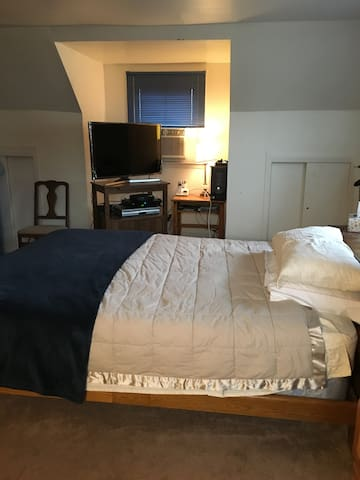 Master Bedroom Available for Short/Long Term Stay