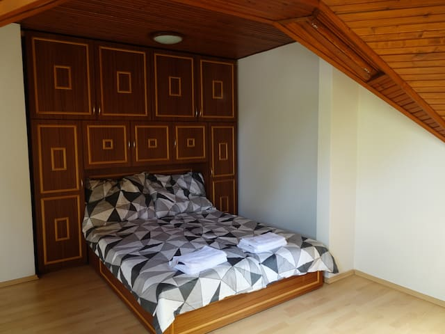 Quiet room in Budapest,free parking