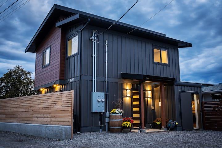 Trail House NEW 2 bed 3 bath w/secure bike storage
