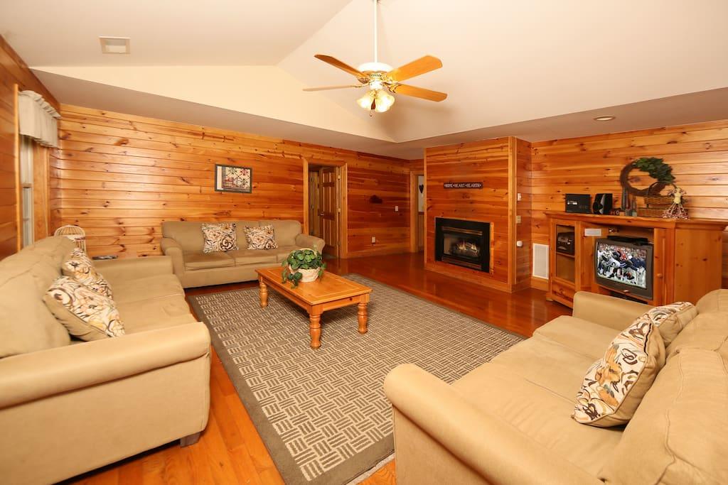 Coffee Table,Furniture,Table,Indoors,Room