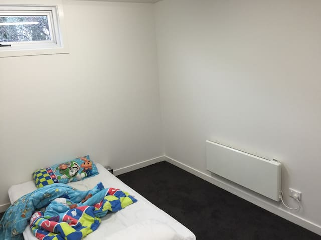 Bedroom for 1 or 2 - Northcote - Apartment