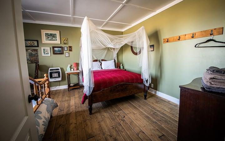 Harte Room at Gilded Drifter Inn Loyalton