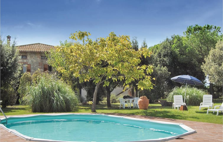 Holiday cottage with 5 bedrooms on 400 m² in Castiglione d. Lago PG