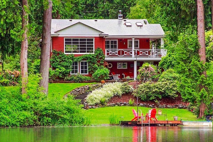 """WOW """"Rustic Luxe"""" Waterfront paradise near Seattle"""