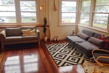 Beautiful Rose Bay waterfront apartment - Rose Bay