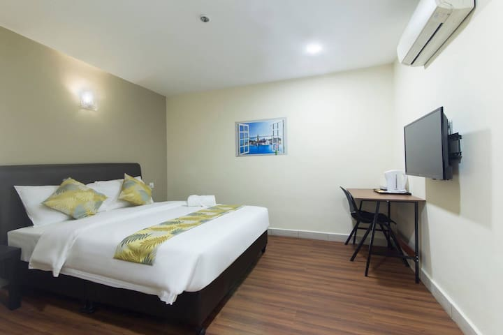 Cozy Hotel Room for 2@ OKR, Nearby Mid Valley Mall