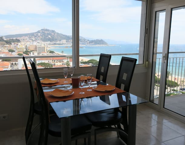 Sea-front apartment with amazing wiews