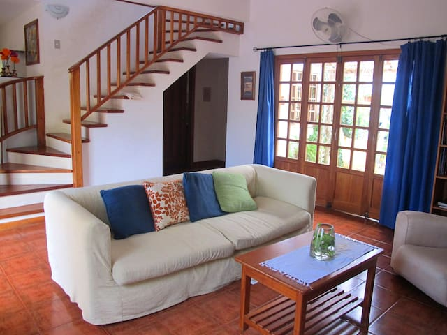 Family home in central, quiet, area - Puerto Ayora - Hus