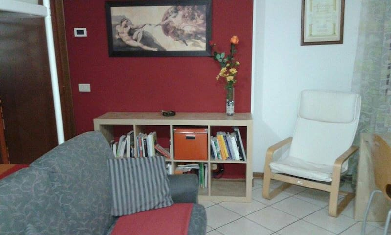 Monolocale arredato centro Parma