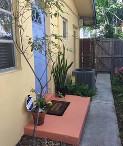 Studio 1 BR/Bth w/parking included - Fort Lauderdale - Pis