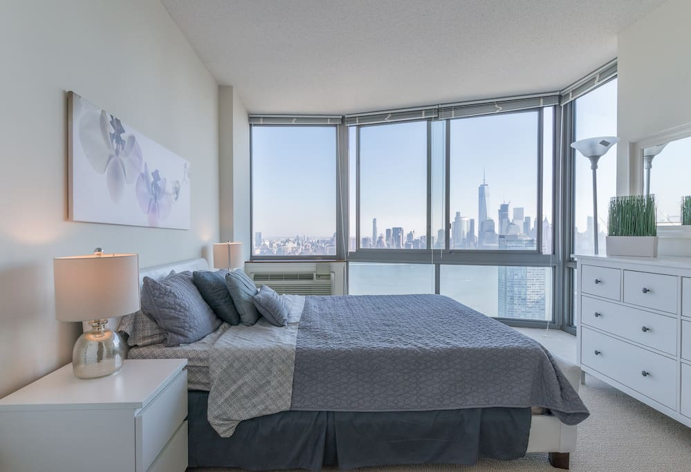 Breathtaking NYC Skyline views from Bedroom