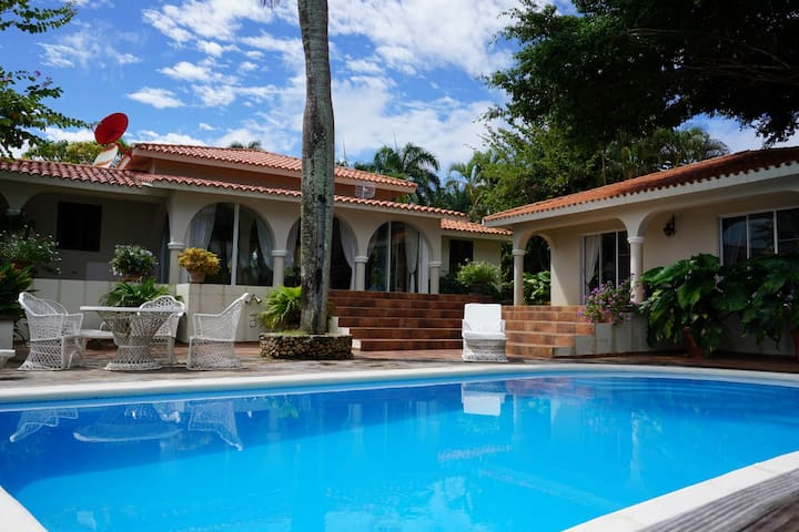 Villa Los Arcos - Tropical Paradise with Oceanview