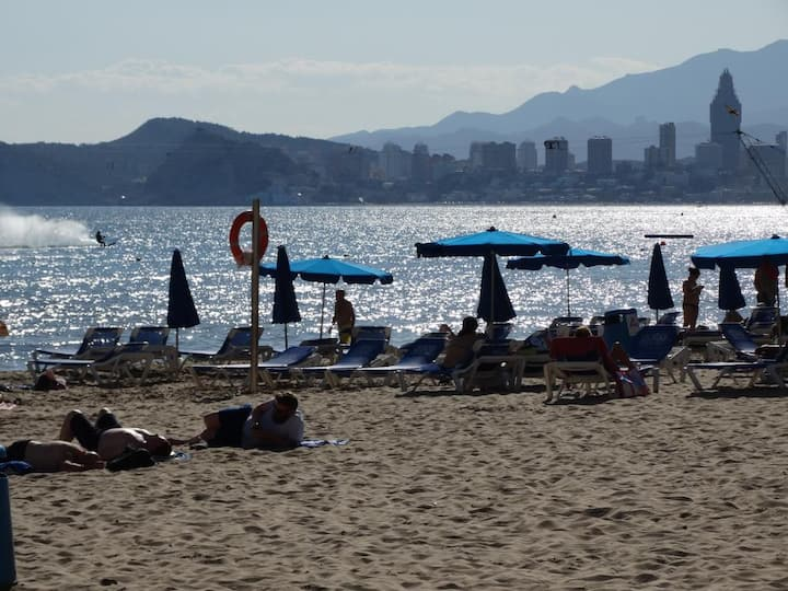 Apartment 2 bedrooms, 250m Levante beach