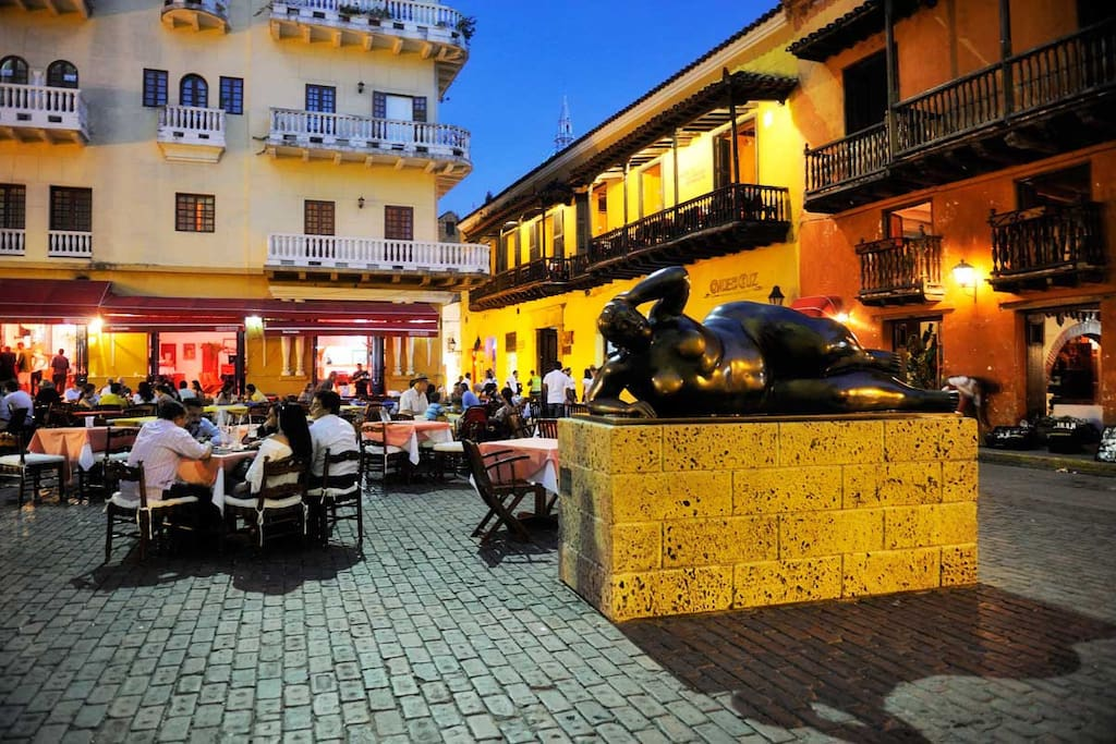 Plaza Santo Domingo, ciudad amurallada