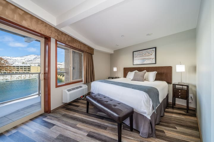 Grandview River View 723! Waterfront King View Suite with River View!
