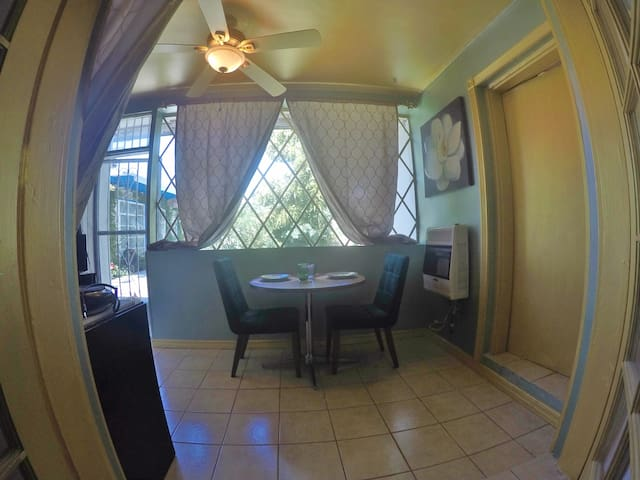 Sunroom Suite del Rey in Downtown