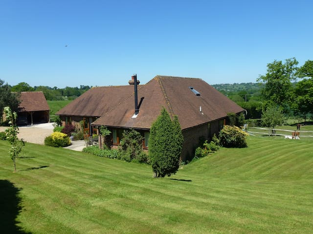 Three Chimneys Farm Bed & Breakfast - Goudhurst - Bed & Breakfast