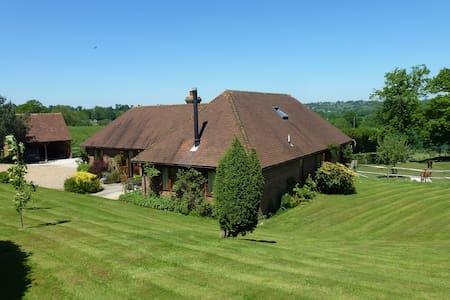 Three Chimneys Farm Bed & Breakfast - Goudhurst - Bed & Breakfast