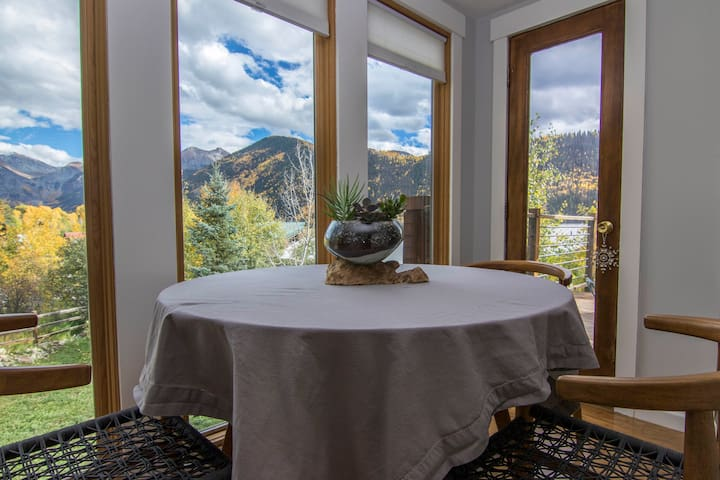 Cozy Condo beautiful views 5 min from Telluride