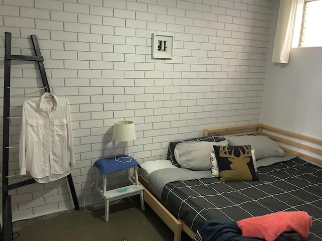 Lovely modern inner city room - Annerley - Leilighet