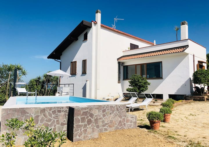 Villa Cresta, private villa 10 minute from the sea