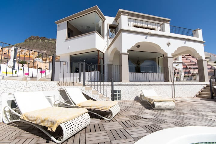 Villa Veronica. 3 bedroom. private heated pool