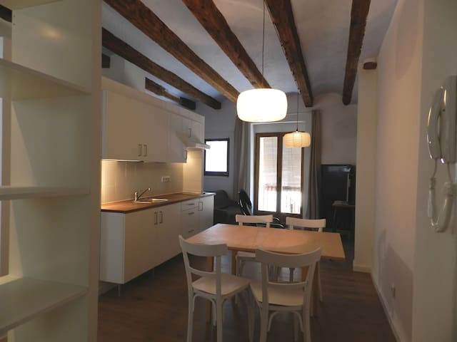 Flat#2 Renovated ancient town house - Talarn,Lleida - Daire
